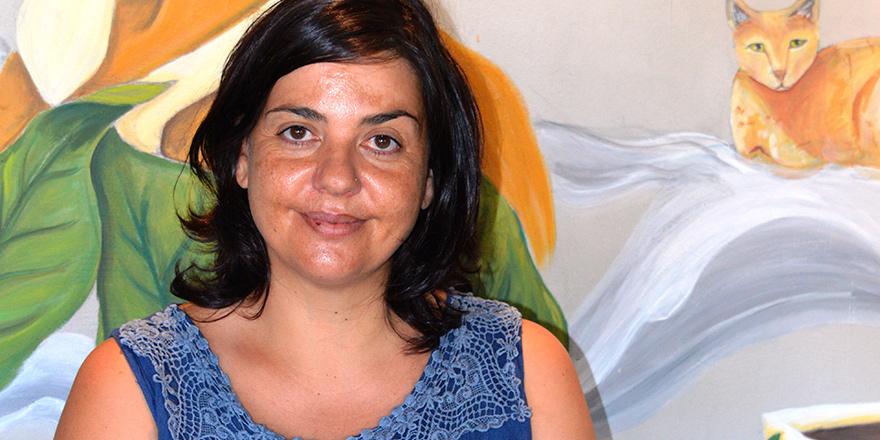 """Maria Siakalli;  """"Savaşın lanetinden korunmak için barışın egemen olduğu şiirler yazdım"""""""