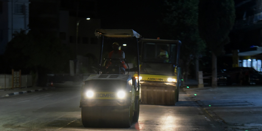 Lefkoşa'da asfaltlama çalışmaları yapılıyor