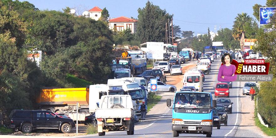 """Girne'nin batısında yol isyanı:  """"Kandırıldık"""""""