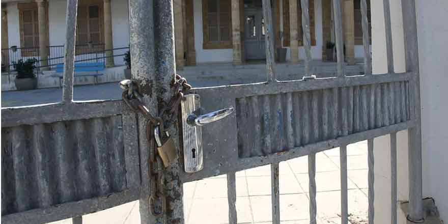Kıbrıs'ın güneyinde okullar tatil
