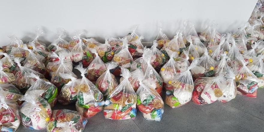 Girne'de iş insanlarından gıda yardımı