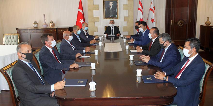 Akıncı siyasi parti başkanları ile bir araya geldi