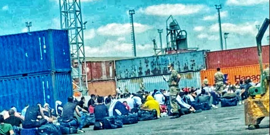 Mağusa Limanı'nda yüzlerce asker saatlerce bekledi