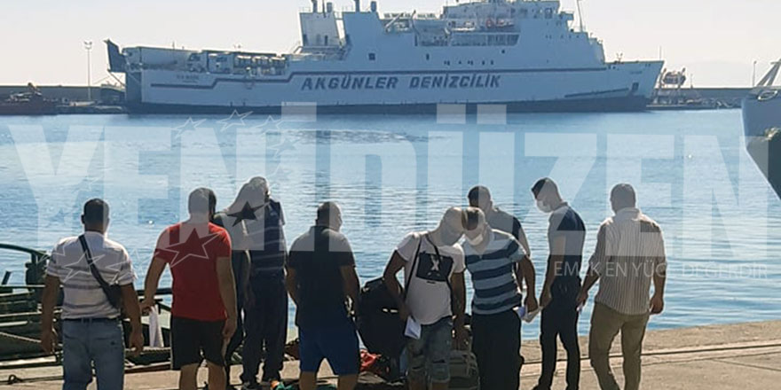 Girne Turizm Limanı'na iki gemi birden