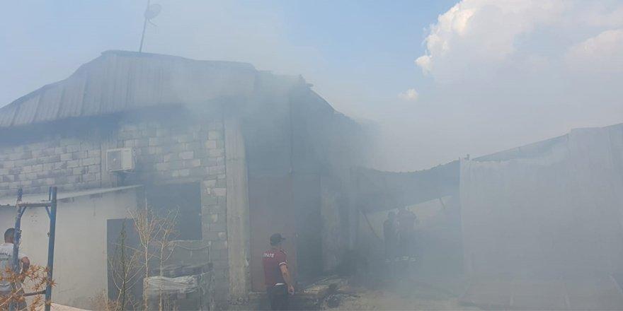 Haspolat Sanayi Bölgesi'nde yangın