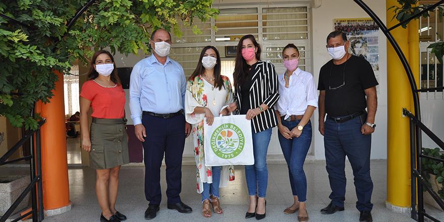 Değirmenlik Belediyesi'nden okullara maske ve dezenfektan desteği