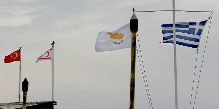 'Kıbrıs'ta egemen toprağı ve üssü olan İngiltere, Doğu Akdeniz'de tarafsız olamaz'