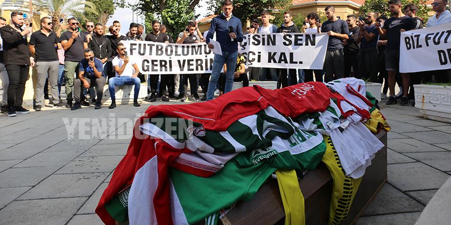 Futbolculardan federasyona tabut