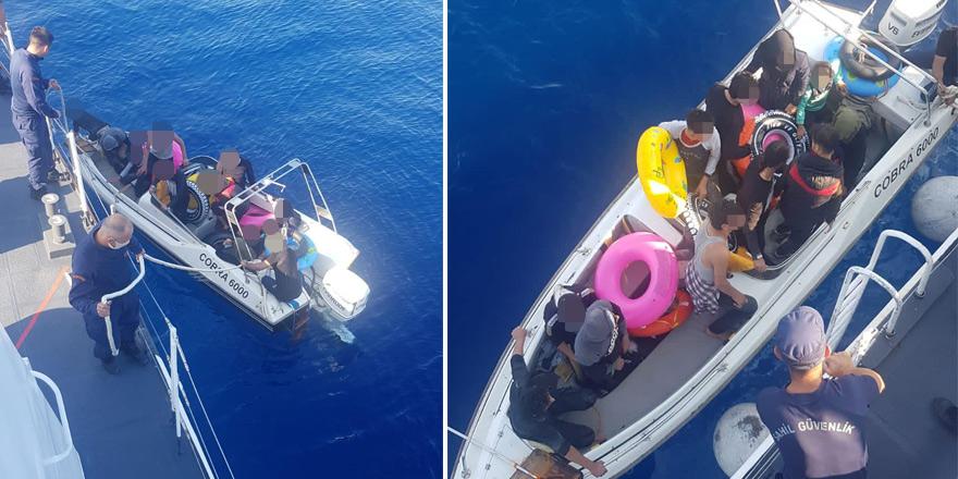 Kayalar açıklarında bir teknede 13 mülteci