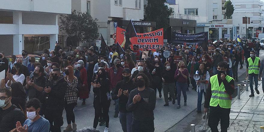 'Biat değil özgürlük' sloganıyla Elçiliğe yürüdüler