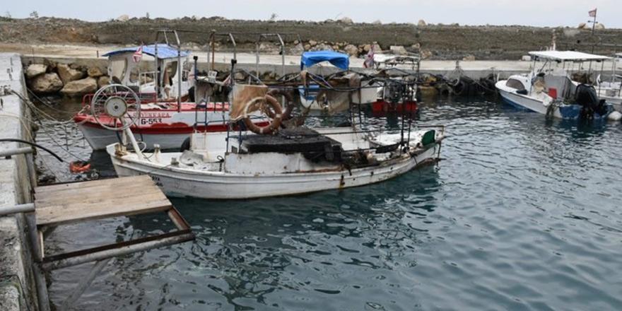 4 balıkçı teknesi yandı