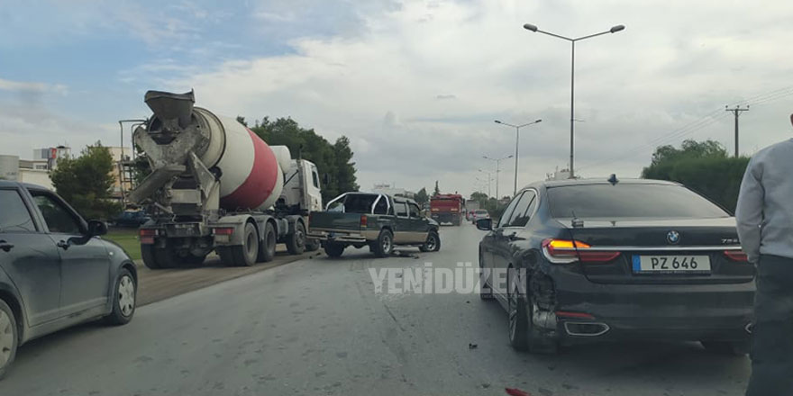 Lefkoşa'da iki araç çarpıştı