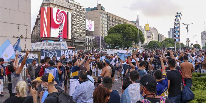 Arjantinliler Maradona için  sokaklara döküldü