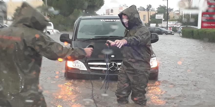 Mağusa'da şiddetli yağış: 8 araç kurtarıldı