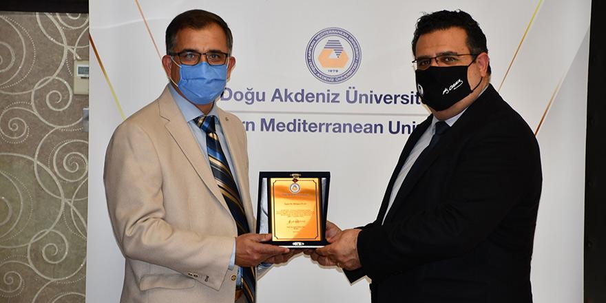 DAÜ'den Mehmet İnan'a teşekkür plaketi