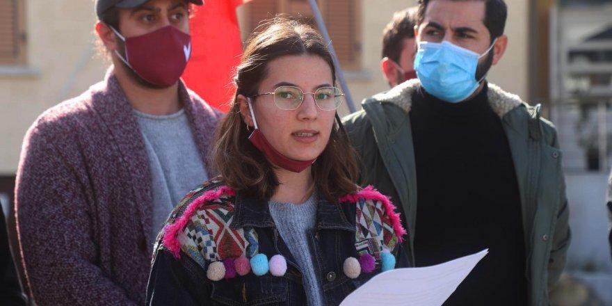 """""""Evlerine dönmek isteyen öğrencilerden karantina için ücret talep edilmesi kabul edilemez"""""""
