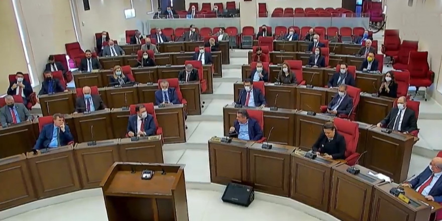 Bakanlar Kurulu 24 'kabul' ile güven oyu aldı