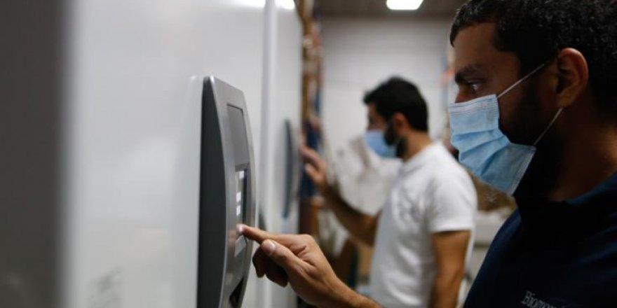 Pfizer / BioNTech aşılarının depolanacağı iki özel buzdolabı Kıbrıs'a geldi