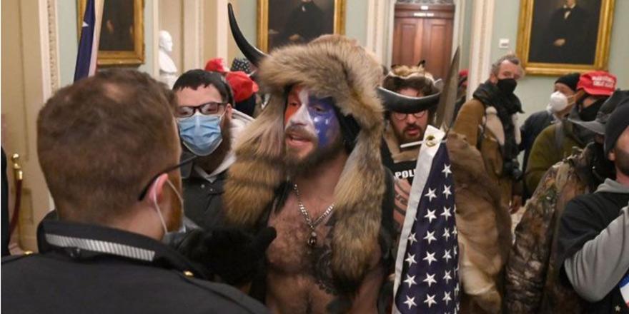 Trump'ın destekçileri Kongre binasına girdi