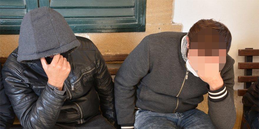 Bin 500 Euro'yu çaldıklarını itiraf ettiler