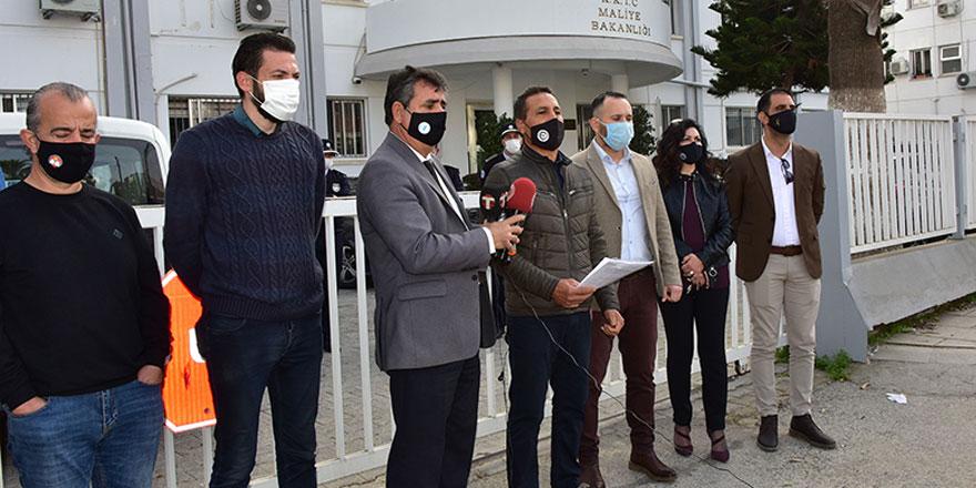 Kamuda yetkili sendikalar Maliye Bakanlığı önünde eylem yaptı