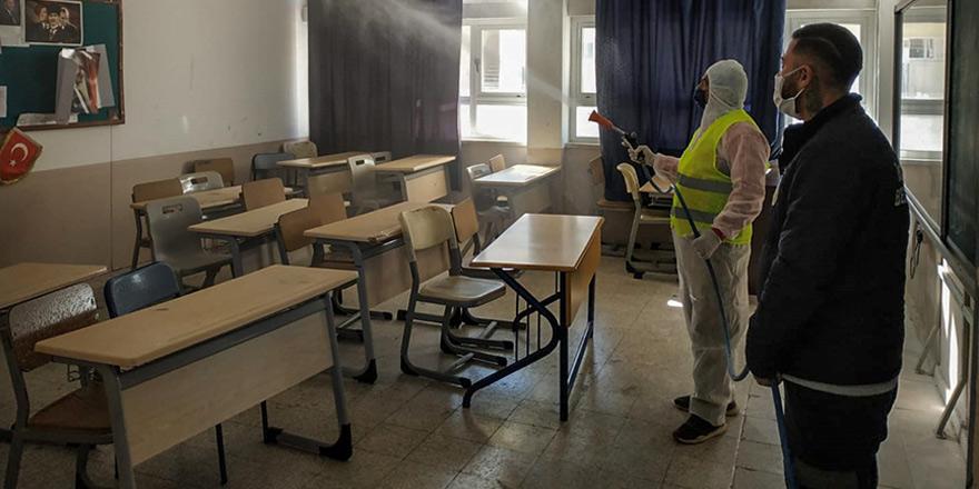 İskele Belediyesi, okulları dezenfekte etti