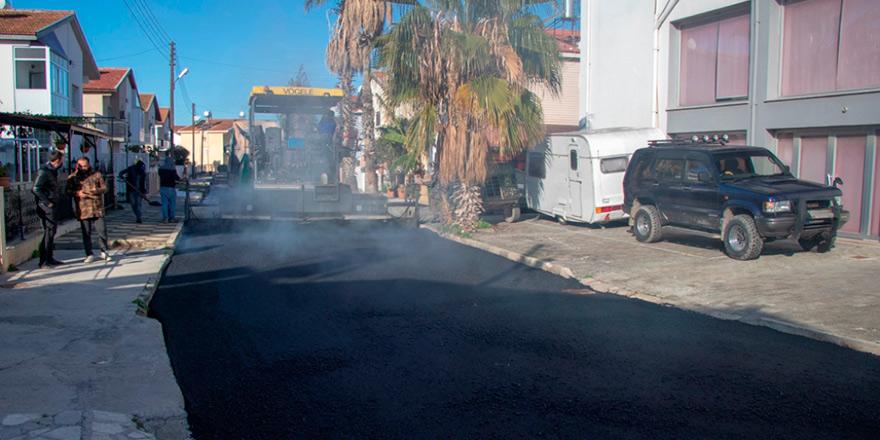 Gazimağusa Belediyesi Tuzla'da asfaltlama çalışmalarına başladı