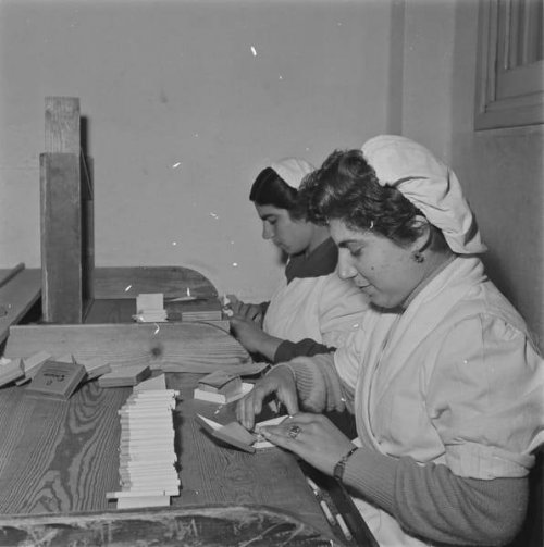 once-upon-a-time-women-rolling-cigarettes-at-the-dianellos-cigarette-factory.jpg