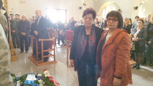 tc-relatives-of-missing-persons-sevilay-berk-and-leyla-kiralp-laying-flowers-at-funeral.jpg